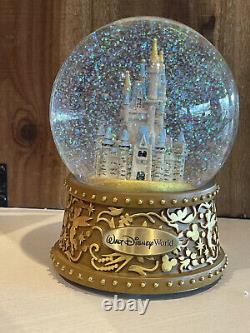 DIsney Parks Walt Disney World Cinderella Castle Musical Gold Base Snow Globe