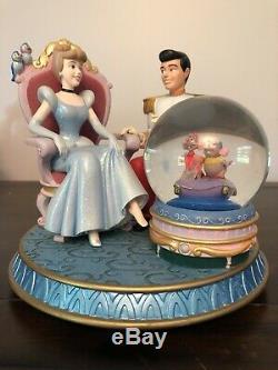 Disney CINDERELLA & PRINCE CHARMING Glass Slipper musical snowglobe