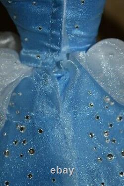 Disney Princess Cinderella 17 Limited Edition Doll Figure DEBOXED Condition