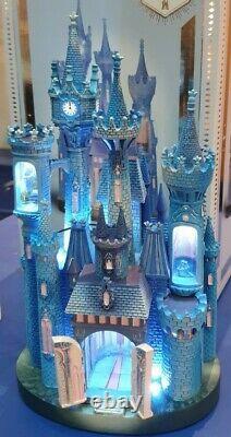FIGURINE CENDRILLON / Cinderella CHATEAU COLLECTION LR LUMINEUX Disneyland Paris